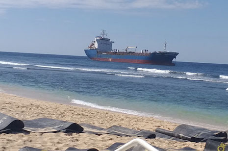 Chinese oil tanker stranded in Bolinao coast